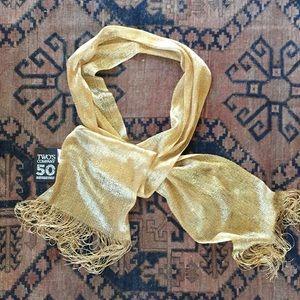 NWT Two's Company glittery scarf